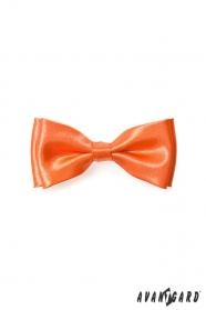 Charakterystyczna pomarańczowa muszka dla chłopca