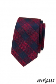 Wąski krawat w niebiesko-czerwoną kratkę