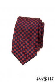 Wąski krawat w czerwono-niebieską kratkę