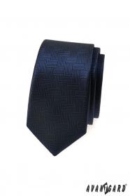Ciemnoniebieski wąski krawat o przerywanej strukturze