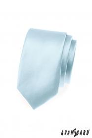Wąski krawat w kolorze błękitnego nieba