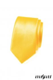 Wąski charakterystyczny żółty krawat