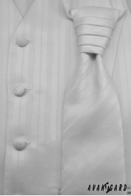 Kamizelka ślubna z krawatem i poszetką, biała delikatna linia