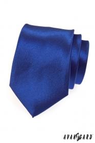 Charakterystyczny męski niebieski krawat