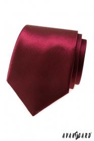 Męski krawat w błyszczącym bordo