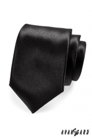 Klasyczny męski krawat w czarnym połysku
