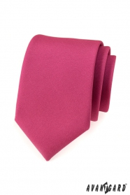 Krawat w kolorze fuksji o matowym wykończeniu