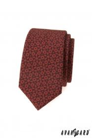 Brązowy wąski krawat z ciemnoniebieskim wzorem