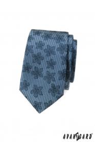 Niebieski wąski krawat w ciemny kwiatowy wzór