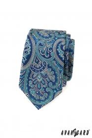 Wąski krawat z niebieskim motywem paisley