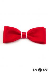 Czerwono-biała muszka z białą poszetką