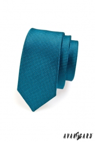 Wąski pikowany krawat w kolorze niebieskim