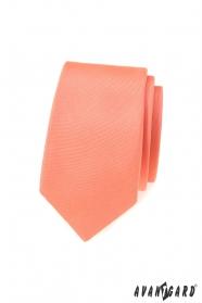 Wąski krawat w matowym łososiowym kolorze